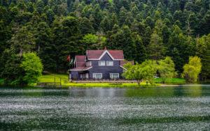 Росреестр разъяснил правила строительства домов на берегу водоемов :: Загород :: РБК Недвижимость