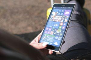 Развлечения со смартфоном: преимущества использования приложений и игр