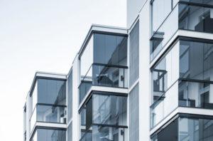 Почему стоит остеклить балкон?